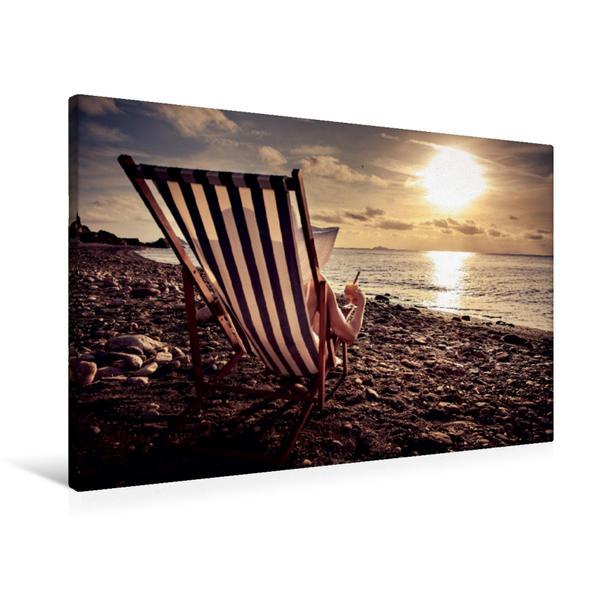 Premium Textil-Leinwand 90 cm x 60 cm quer, Frau im Liegestuhl am Strand | Wandbild, Bild auf Keilrahmen, Fertigbild auf echter Leinwand, Leinwanddruck - Coverbild