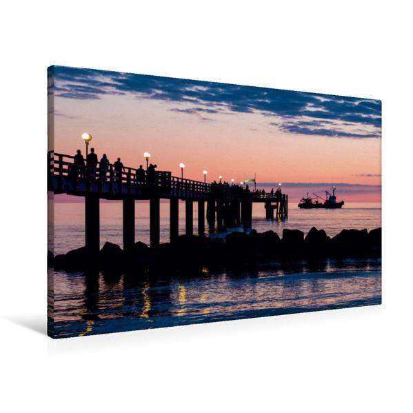 Premium Textil-Leinwand 90 cm x 60 cm quer, Seebrücke Wustrow am Abend | Wandbild, Bild auf Keilrahmen, Fertigbild auf echter Leinwand, Leinwanddruck - Coverbild