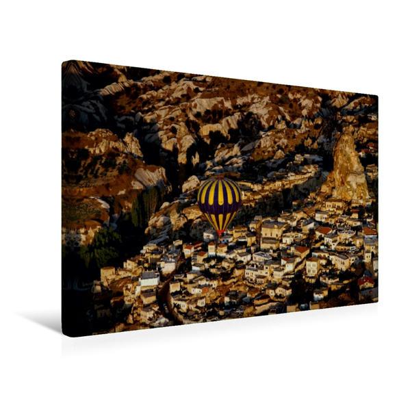 Premium Textil-Leinwand 45 cm x 30 cm quer, Über Uchisar | Wandbild, Bild auf Keilrahmen, Fertigbild auf echter Leinwand, Leinwanddruck - Coverbild