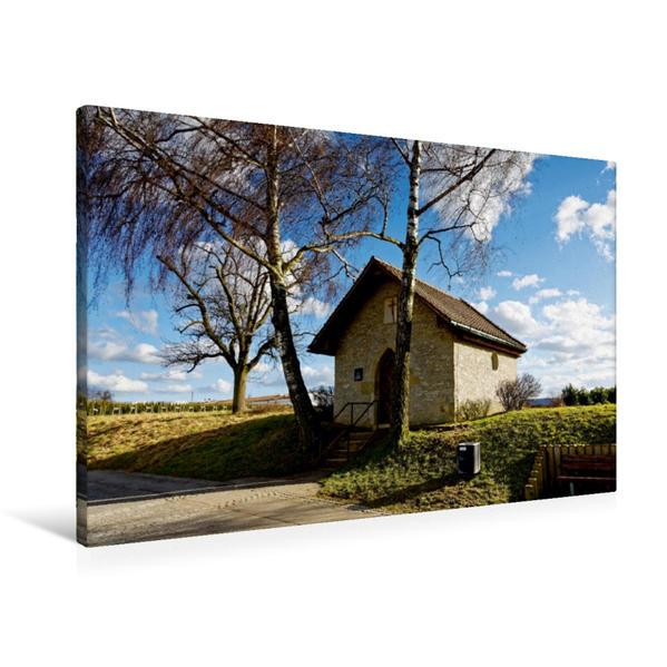 Premium Textil-Leinwand 90 cm x 60 cm quer, Feldkapelle am Rand des Ortsteils Oeffingen | Wandbild, Bild auf Keilrahmen, Fertigbild auf echter Leinwand, Leinwanddruck - Coverbild