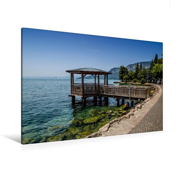 Premium Textil-Leinwand 120 cm x 80 cm quer, GARDASEE Uferpromenade von Garda | Wandbild, Bild auf Keilrahmen, Fertigbild auf echter Leinwand, Leinwanddruck - Coverbild