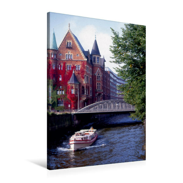 Premium Textil-Leinwand 60 cm x 90 cm hoch, Hafenrundfahrt durch die Speicherstadt | Wandbild, Bild auf Keilrahmen, Fertigbild auf echter Leinwand, Leinwanddruck - Coverbild