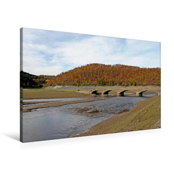 Premium Textil-Leinwand 90 cm x 60 cm quer, Die aufgetauchte Aseler Brücke im leeren Edersee | Wandbild, Bild auf Keilrahmen, Fertigbild auf echter Leinwand, Leinwanddruck - Coverbild