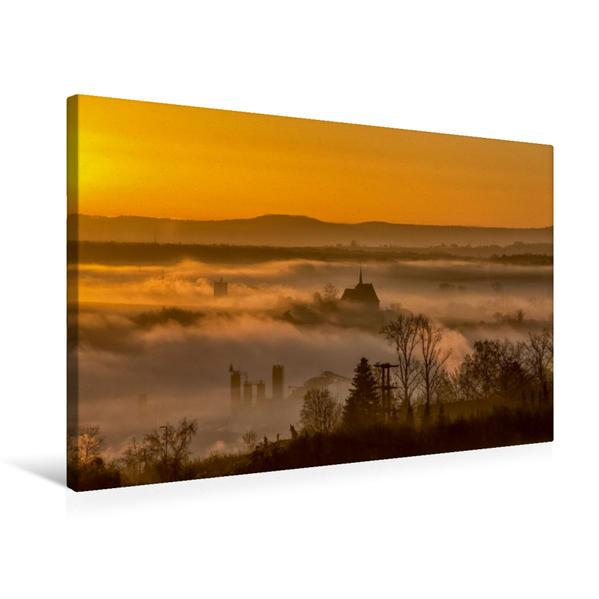 Premium Textil-Leinwand 75 cm x 50 cm quer, Nebel um das Bergkirchlein von Hohenfeld in Kitzingen | Wandbild, Bild auf Keilrahmen, Fertigbild auf echter Leinwand, Leinwanddruck - Coverbild